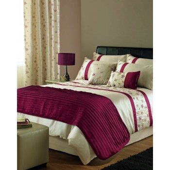 Dreams n drapes Iola red embroidered duvet set