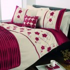 Macy red floral duvet set