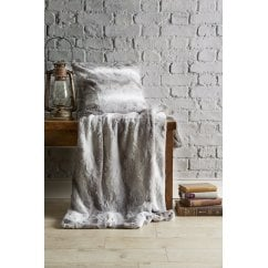 Alaskan Silver grey faux fur throw, 130 x 180cm